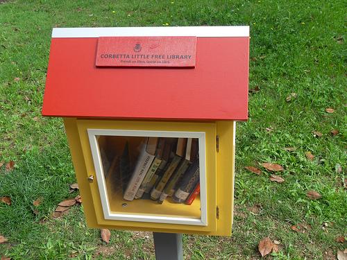 Little free library le casette in legno per scambiarsi i libri in citt forma - Terriccio da giardino prezzo ...